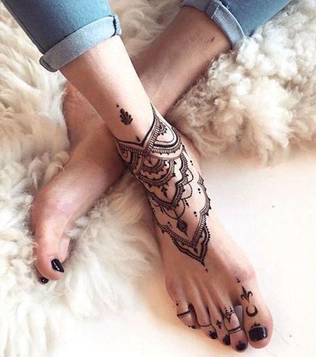 pieds tatoué - fétichisme des pieds - podophilie - obsessionaddict
