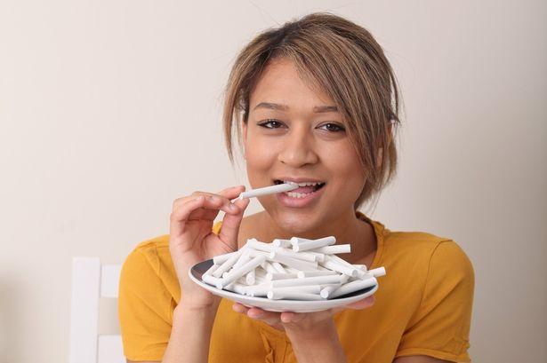 manger-craie--pica-obsession-addict-femme