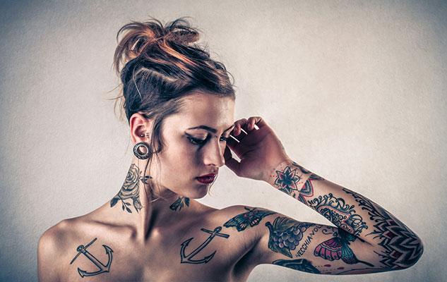 Une histoire fascinante de femmes avec des tatouages - obsession addict